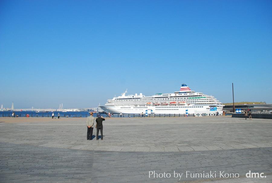 大桟橋の客船 飛鳥II