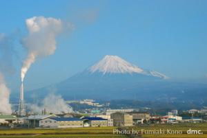 煙突と富士山