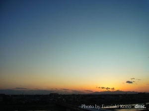 二子玉川から見えた多摩川越し富士山にかかる夕陽