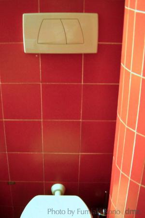 03 カフェのトイレ 10