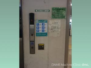 08 ホームへ降りるエレベーター 01