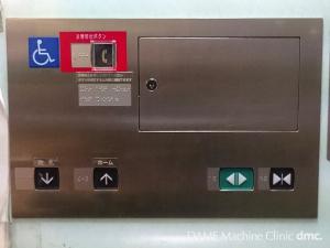 21 ホームへ登るエレベーター 03