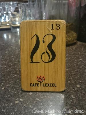 58 カフェの番号札 01