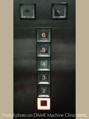 70 エレベーターのボタン02