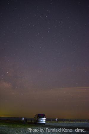 星々に囲まれて車を走らせ、沢山の景色を見る
